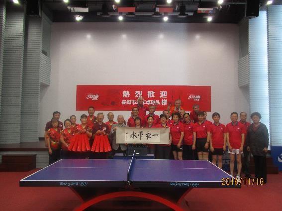 上海市のシニアチームと一緒に